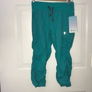 NWT Ivivva Girls Size 14 Live To Move Crop Pants